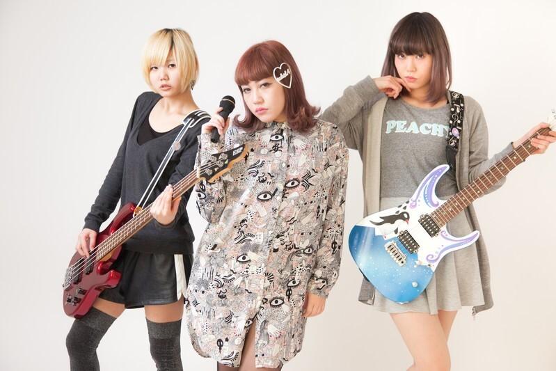 女性3人 ギター ベース ボーカル