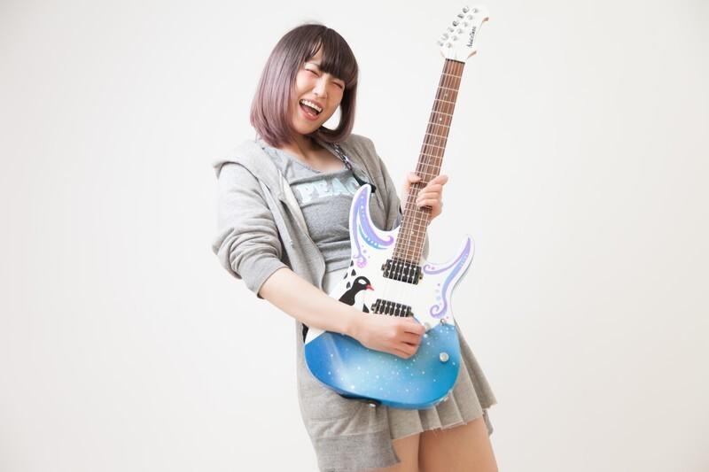 女性 ギター