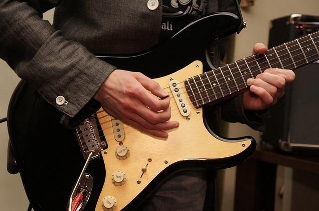 空間音を使いそうなギタリスト