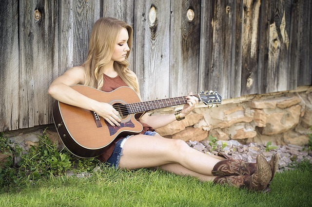 アコースティックギター 女性