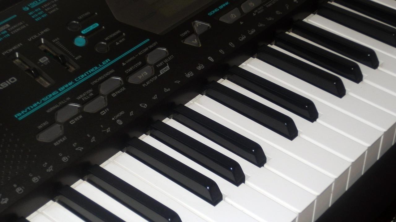 音色を切り替えられるのはキーボードならではの長所!