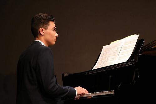 ピアニスト 年収