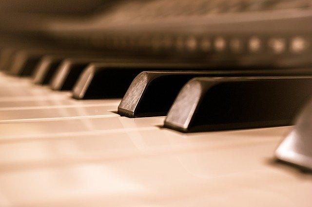 ピアノ 弾き語り
