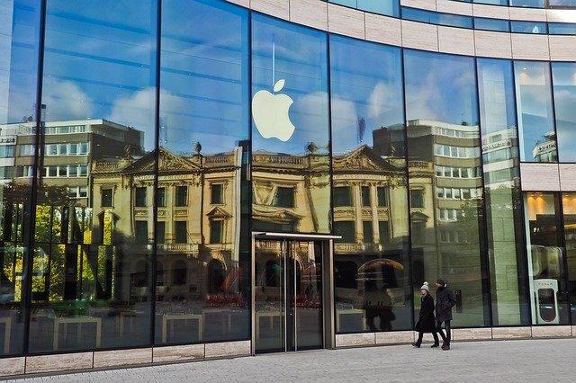 appleのロゴが入った店