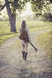 最近話題のシンガーソングライター、あいみょんに迫る【人気曲まとめ】