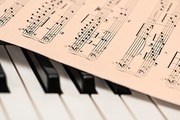 楽譜を英語で何と言う?音符・五線譜の英語表現や「楽譜を書く」を英文でご紹介!