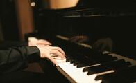 ピアノのグリッサンド奏法とは?弾き方とコツをご紹介!
