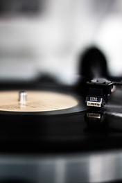 知っていたらかっこいい!CDよりもレコードが魅力的な理由を解説