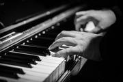 ピアニストの年収はどのくらい?平均・最高年収や収入源について紹介!