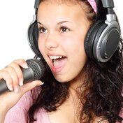 カラオケで綺麗な裏声の出し方のコツと練習方法を紹介!